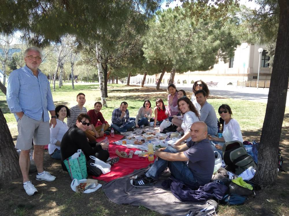 Barcelona spring volunteer´s brainstorm brunch picnic